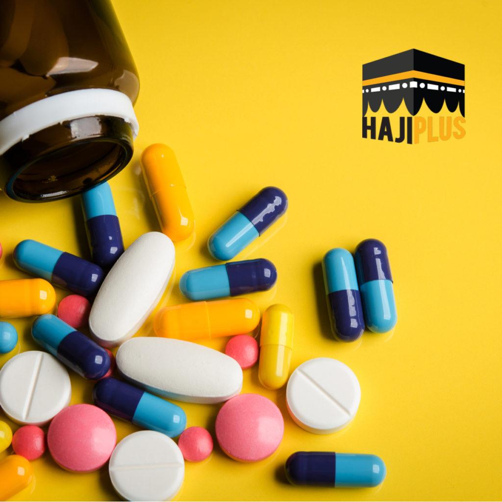 Membawa obat-obatan pribadi, terlebih yang mempunyai riwayat penyakit